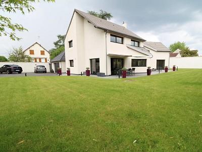 Maison d architecte A VENDRE - L ISLE ADAM Quartier du Parc - 240 m2 - 1235000 €